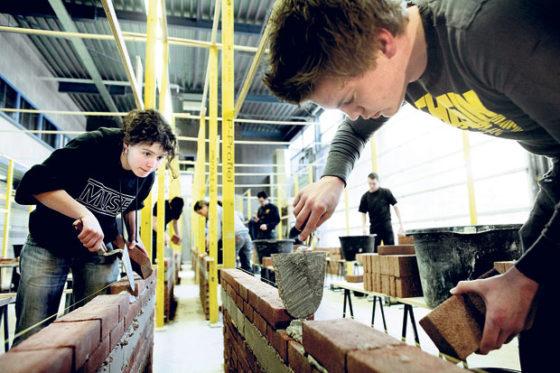 Praktijklessen metselen verdiepen inzicht in bouw