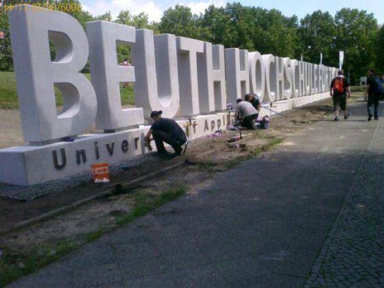 Betonnen letters van 173 ton vormen record