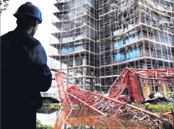 Bezweken kraan Parktoren te slap geconstrueerd