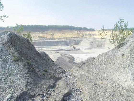 Groengele groeve monument van werk, natuur en geologie