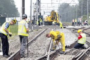 Kosten 'spoorboekloos rijden' schieten omhoog: Tegenvallers bij Delft-Zuid en Ede