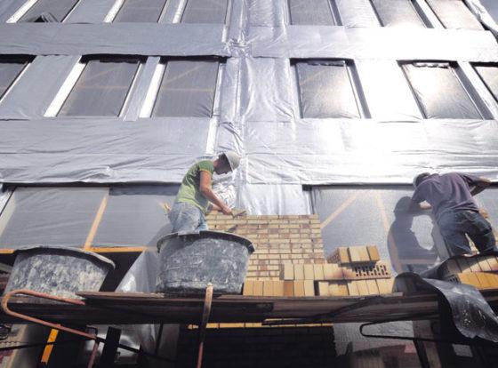 Tekort aan metselaars, schilders en bouwmonteurs loopt verder op