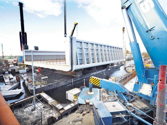 BAM legt deel van nieuw aquaduct A4 op zijn plek