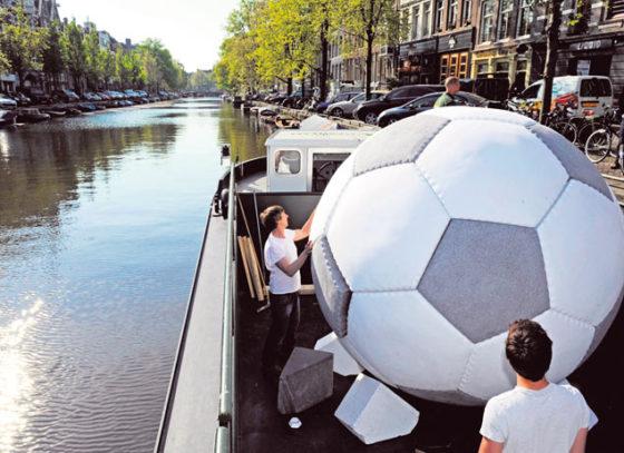 Reuzenvoetbal van EPS in galerie