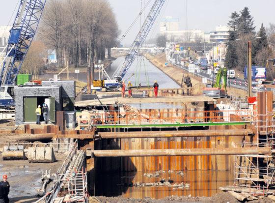 Damwanden sluiten Zuid-Willemsvaart