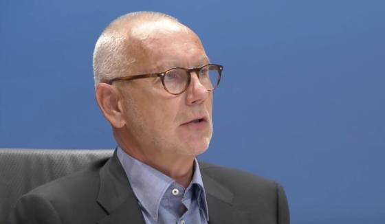 Erik Staal tijdens het verhoor voor de parlementaire enquêtecommissie woningcorporaties