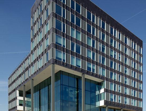 Regiokantoor KPMG samenspel van materialen en lijnen