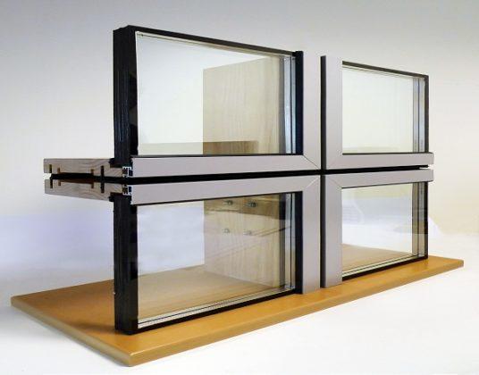 Elementengevel met aluminium bekleding en houten frames