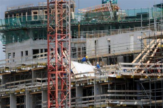 De bouw van IJDock op de zuidelijke IJ-oever vordert gestaag.