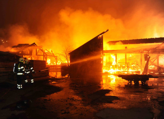 Houthandel gaat in vlammen op
