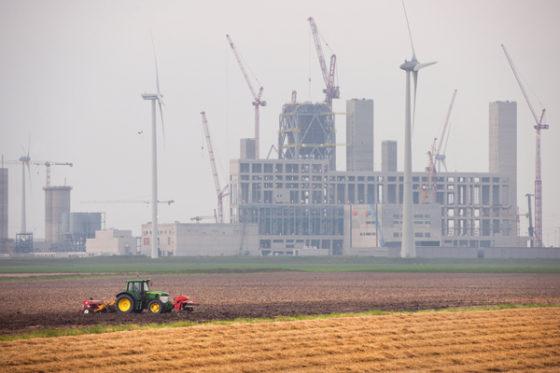 Energiekolos in Eemshaven vordert ondanks veldslag over vergunningen