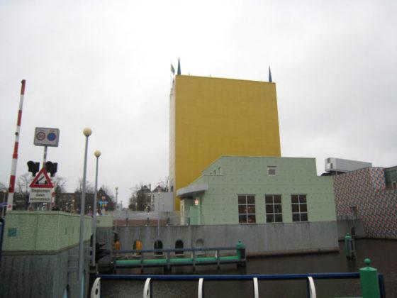 Groninger Museum ontruimd en dijkdoorbraak bij Grou