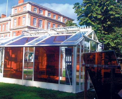 Broeikas met zonnecel staat model voor serre