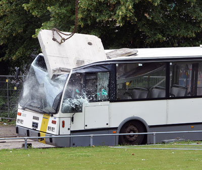 FNV Bouw vernielt bus