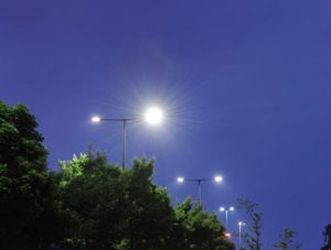De gemeente Arnhem laat in 2300 lantaarnpalen langs de grotere wegen dimbare led-lampen van Philips draaien.