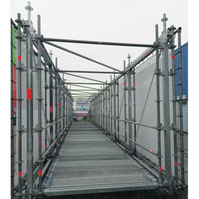 Loopbrug van steigermateriaal ingezet bij spoorverdubbeling