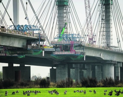 Waalbrug A50 bijna dicht