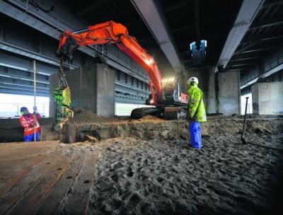 Werk onder de brug