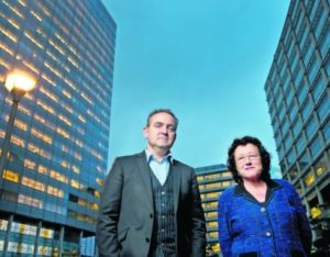 Vakbondsonderhandelaars Gijs Lokhorst en Mieke van Veldhuizen.