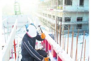 Sneeuw houdt bouwvakkers niet tegen om door te werken
