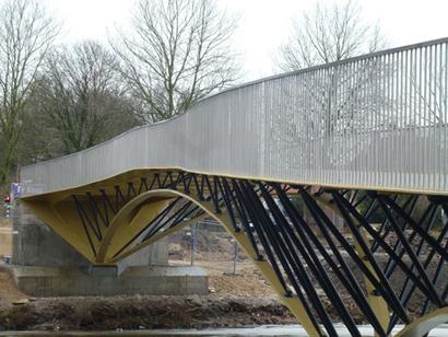 BSB Staalbouw herstelt knik in Rodetorenbrug