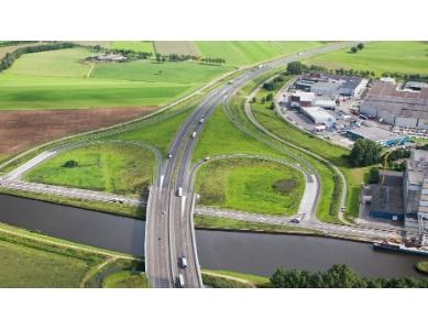 Rasenberg gaat brug over A50 verhogen