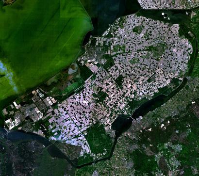Huizenhonger Amsterdam stillen met nieuwbouw verderop, dringen corporaties aan
