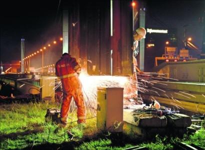 Galecopperbrug geveld door hitte en ingesloten dwangkrachten