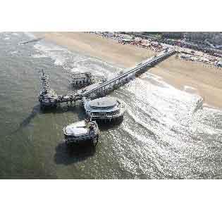 'Sloop de pier in Scheveningen'