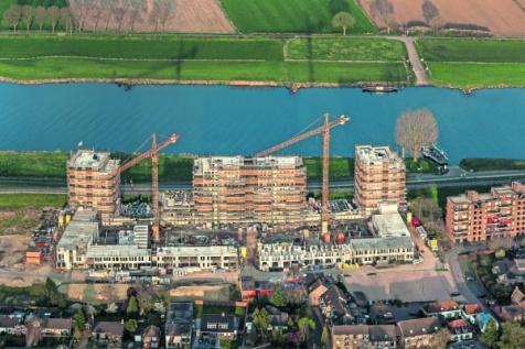 Woonwijk aan de Maas