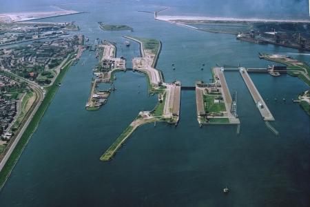 Waterstaat besteedt zeesluis IJmuiden aan