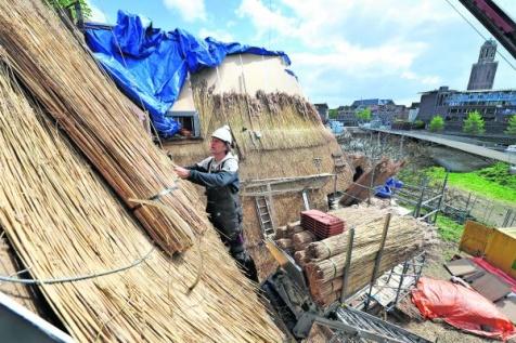 Nieuw dak voor verpauperde villa