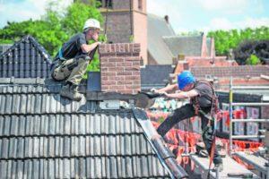Aanbesteding bevingsbestendige woningen piept en kraakt: een bouwer trekt zich terug, andere twijfelt