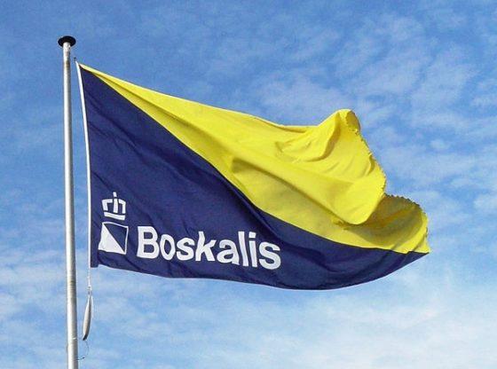 Boskalis brengt aangevaren marineschip naar VS