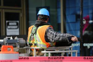 Buitenlandse bouwvakker straks net zo duur als Nederlandse collega