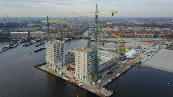 Pontsteiger verovert brutaal zijn plek aan skyline Amsterdam