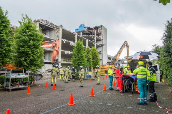 Stadhuis Woerden bij sloop deels ingestort: bouwvakker onder puin (update)