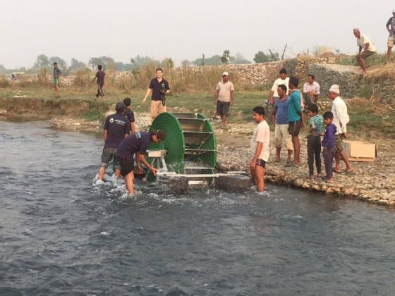 Delftse startup succesvol met pomp die op water loopt