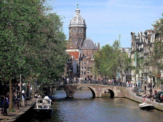 Amsterdam zet dertien nieuwe woningbouwkavels in de markt