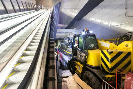 De roltrap in metrostation Vijzelgracht wordt getest. Imtech-medewerkers kregen vorig jaar een paar uur om hun spullen te pakken.