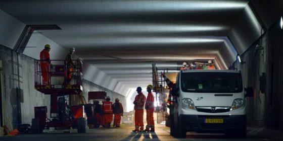 Plafondplaten winnen 5 cm in Velsertunnel