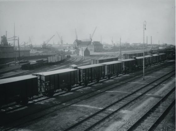 Havenspoorwegemplacement met goederentreinen bij de Hudsonstraat, langs de Vierhavensstraat (1930)