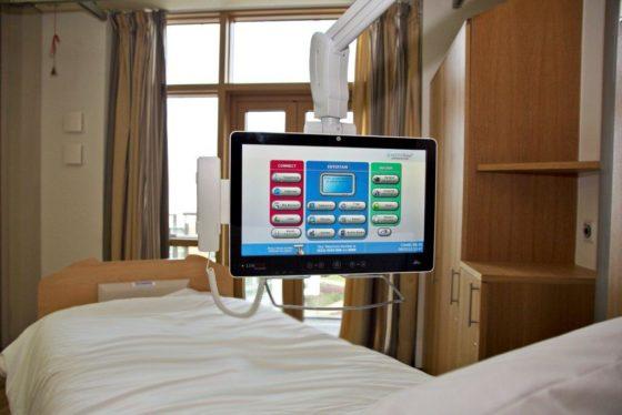 Luxe touchscreens voor patiënten Martini Ziekenhuis