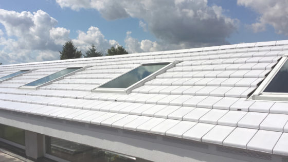 Witte dakpan helpt tegen hitte-eiland
