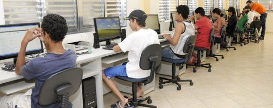 CNV: 8 procent van loon reserveren voor scholing