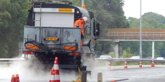 Acht kilometer asfalt behandeld met verjongingscrème