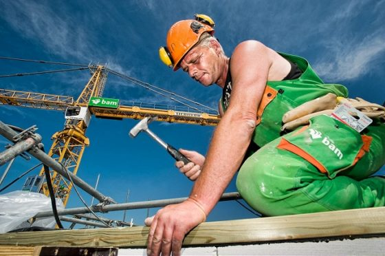 Een derde aannemers werkt door in bouwvak
