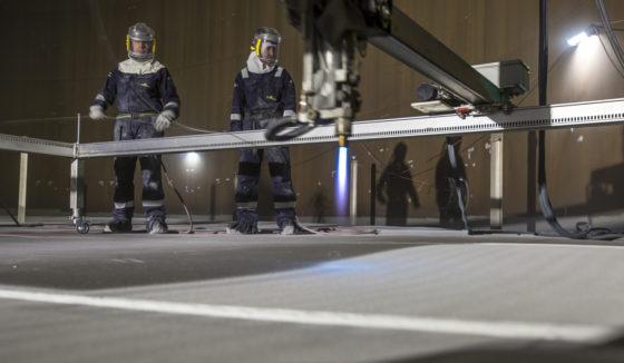 Robot beheerst laagdikte van heet gespoten aluminium