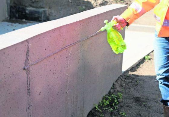 Hakron beschermt beton en steen tegen wildplassers en graffiteurs