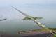 De nieuwe afsluitdijk. foto rijkswaterstaat joop van houdt. beeldbewerking architectenbureau paul de ruiter 80x53